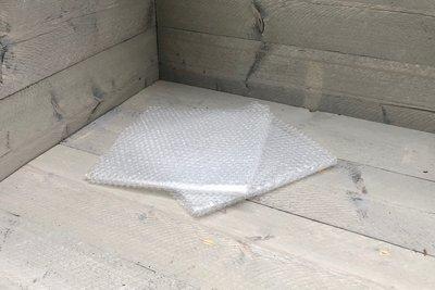 Noppen- oder Luftpolsterfolie - 2 x Format klein, 60 x 60 cm