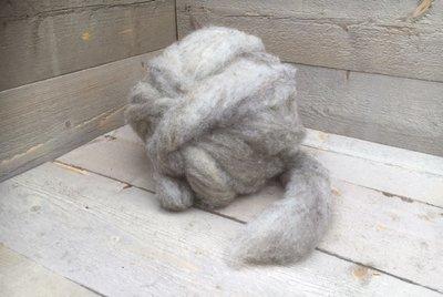 500 g gew. Kammzugwolle - Blaue Texelschaf (Silbergrau)